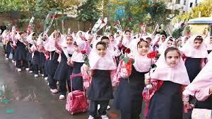 پایان نامه بررسي نگرش دبيران و دانش اموزان دختر مقطع متوسطه نسبت به اجراي طرح لباس متحدالشکل